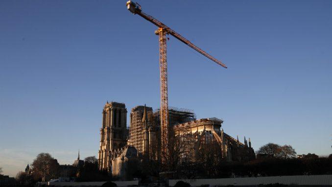 Šef obnove Notr Dama kaže da se neće žuriti sa popravkom katedrale 25