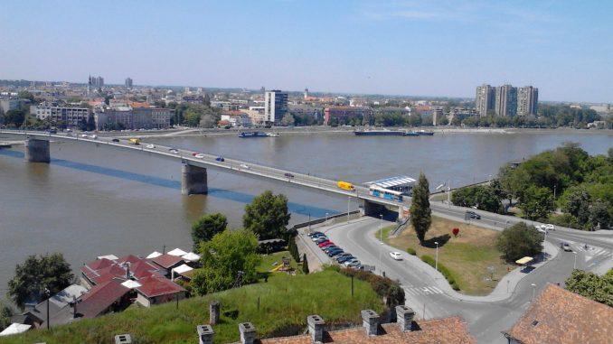 VOICE: Stanari zgrada u Novom Sadu odbijaju da nepoznate osobe puste na krovove 1