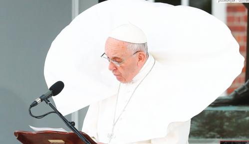 Korona virus: Papa zahvalio novinarima što rade 15