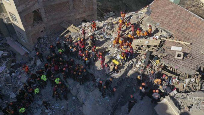 U zemljotresu u Turskoj 29 mrtvih i oko 1.500 povređenih 1