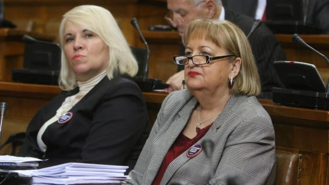 Na iznenađenje većine, sednicom parlamenta predsedavala radikalka Vjerica Radeta 1