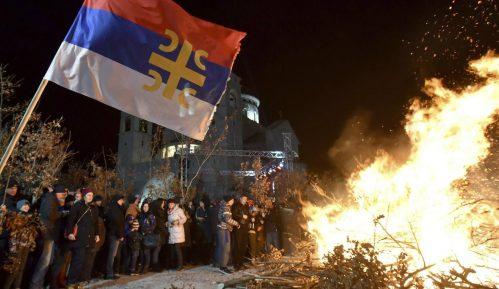 U Crnoj Gori naloženi badnjaci, manji incident na Cetinju 3