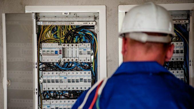 Dveri u Čačku traže od ogranka EPS-a da objasni razlog uvećanih računa za struju 3