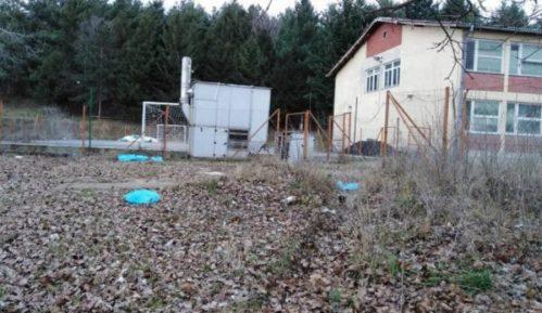 Ugrožena bezbednost dece u Velikom Izvoru zbog rasutog otpada 7