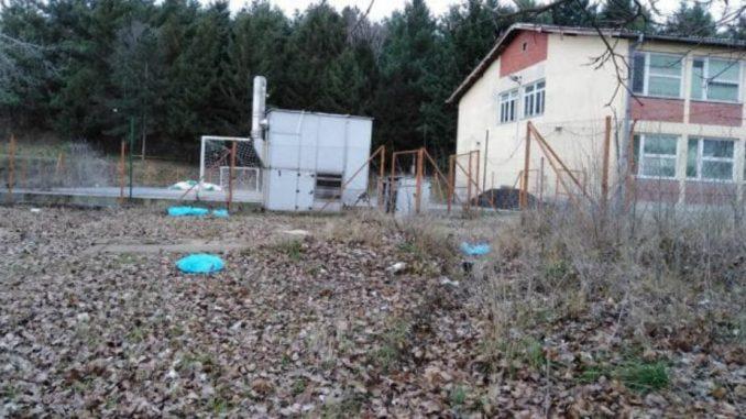 Ugrožena bezbednost dece u Velikom Izvoru zbog rasutog otpada 4