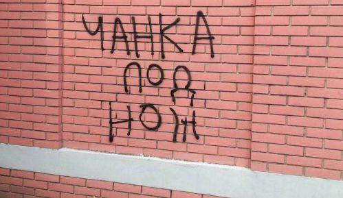 Preteći grafit upućen Nenadu Čanku osvanuo u Novom Sadu 2