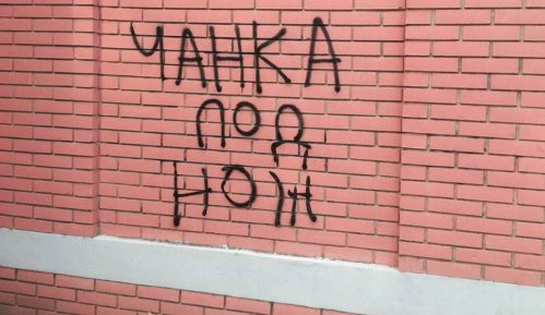 Preteći grafit upućen Nenadu Čanku osvanuo u Novom Sadu 14