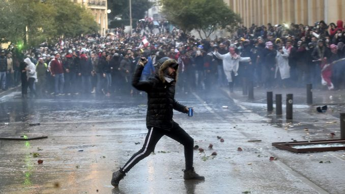 Desetine povređenih na protestu u Bejrutu 4