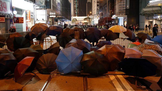 Na protestu u Hongkongu uhapšeno oko 400 demonstranata 4