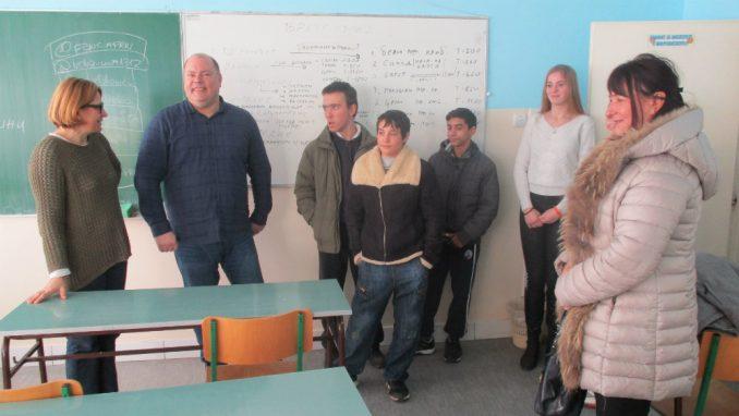 Učenici Mlekarske škole iz Pirota prikupljali pomoć za učenike iz Strelca 4