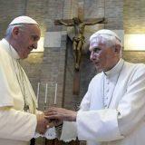 Penzionisani papa povlači svoj potpis iz sporne knjige o celibatu 1