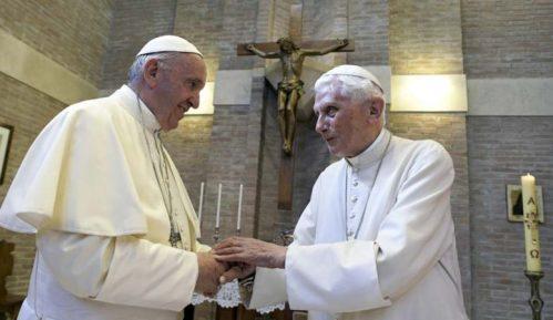 Penzionisani papa povlači svoj potpis iz sporne knjige o celibatu 11