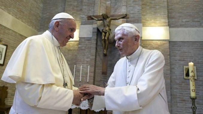 Penzionisani papa povlači svoj potpis iz sporne knjige o celibatu 3
