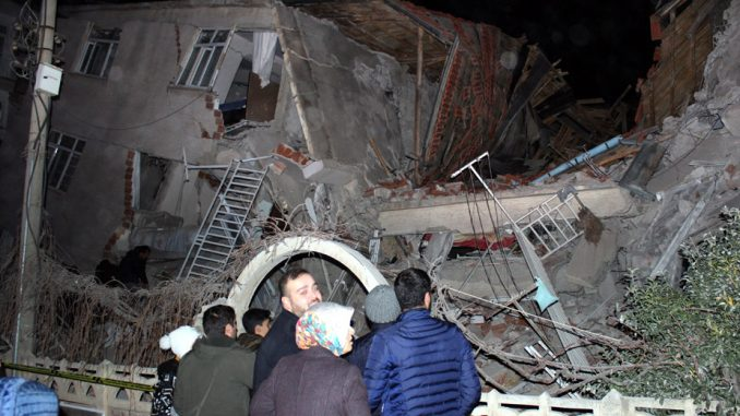 Zemljotres u Turskoj, stradalo 14 osoba 2