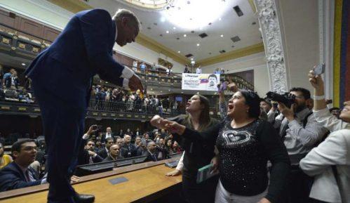 Opozicija u Venecueli osudila samoproglašeni izbor predsednika parlamenta 13