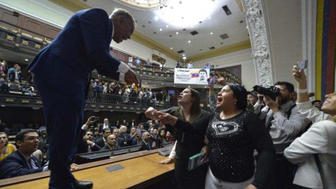 Opozicija u Venecueli osudila samoproglašeni izbor predsednika parlamenta 8