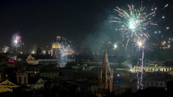 U Italiji jedna osoba stradala i 200 povređeno od petardi 2