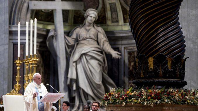 Papa se izvinio što je izgubio strpljenje sa vernicom koja mu je zgrabila ruku 1