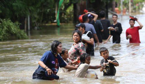 Najmanje 30 osoba poginulo u poplavama u Indoneziji 2
