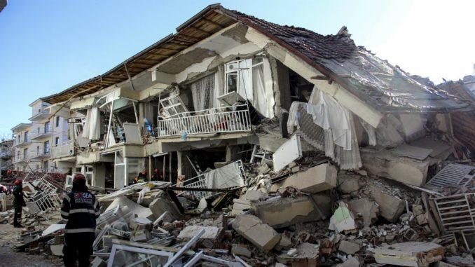 Poginulo 22 a povređeno više od 1.000 ljudi u zemljotresu u Turskoj 1