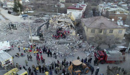 U zemljotresu u Turskoj 35 mrtvih i 1.600 povređenih 7