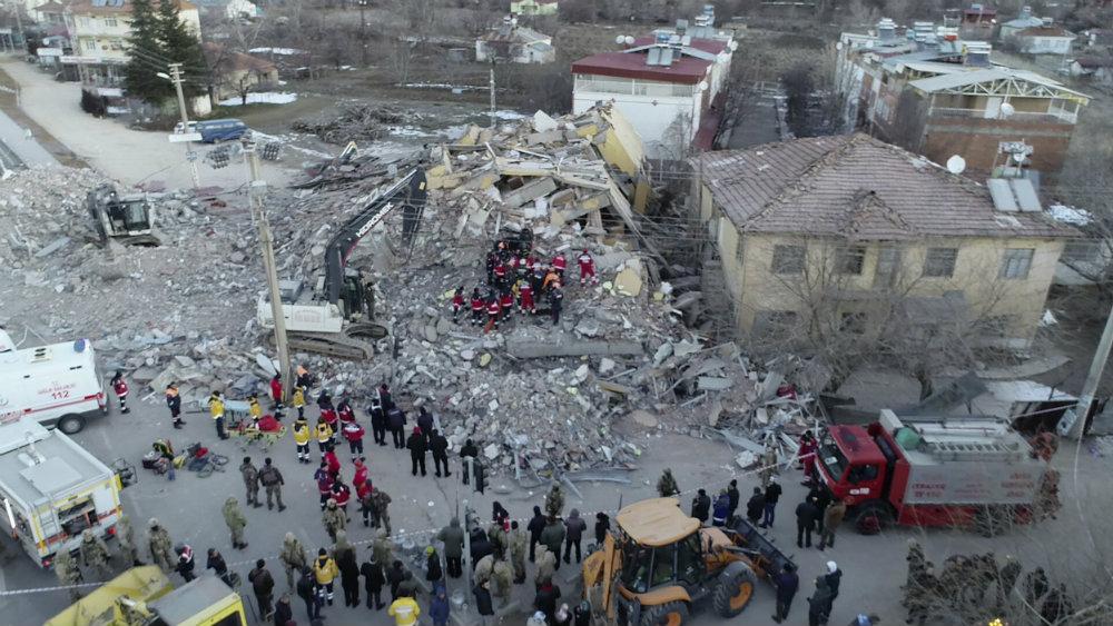 Poginulo 22, a povređeno više od 1.000 ljudi u zemljotresu u Turskoj 5