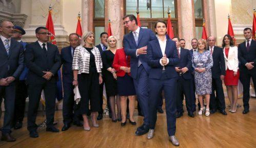 """Vučić i polovina ministara """"osiromašili"""" od kada su na vlasti 15"""