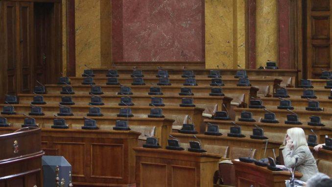 Poslanici satima o jednom amandmanu, vlast kaže da su izborni uslovi bolji nego ikad 1