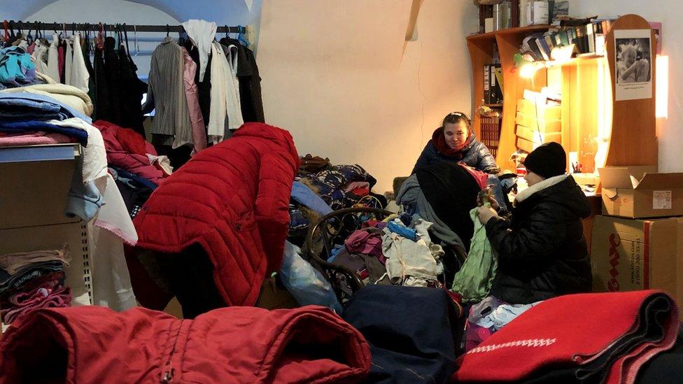 Manastir obezbeđuje odeću za porodice u kraju