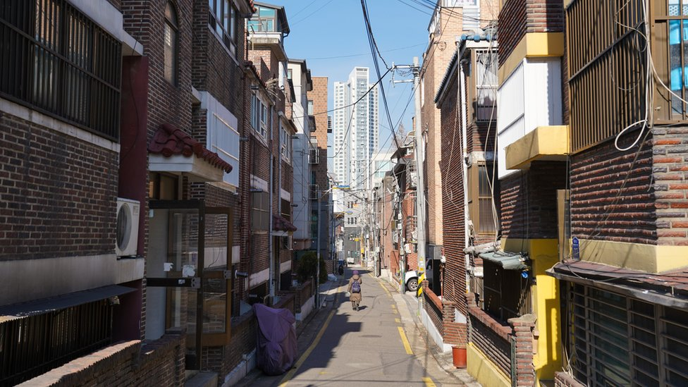 The streets around Oh ke-cheol's home in Seoul