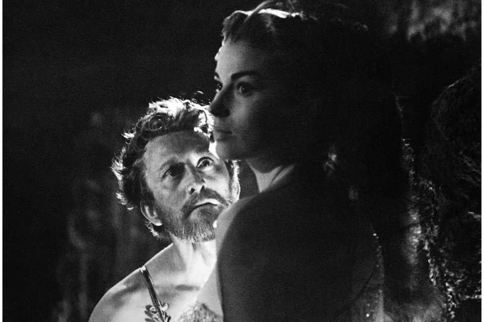 Britanska glumica Džin Simons sa Daglasom u filmu Spartak