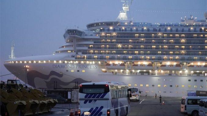 Korona virus: Ko su prvi putnici koji su izašli sa broda iz karantina 4