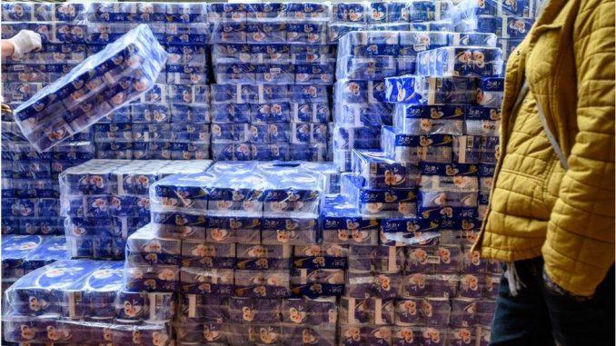 Korona virus: Naoružani pljačkaši ukrali stotine rolni toalet papira u Hongkongu 3