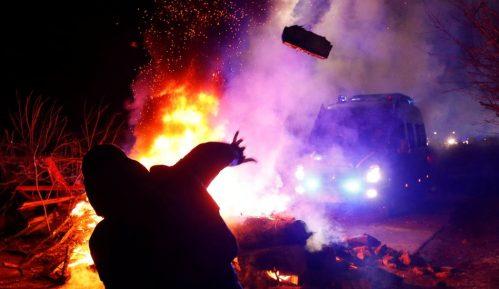 Korona virus: Demonstranti napali autobus sa Ukrajincima evakuisanim iz Kine 11