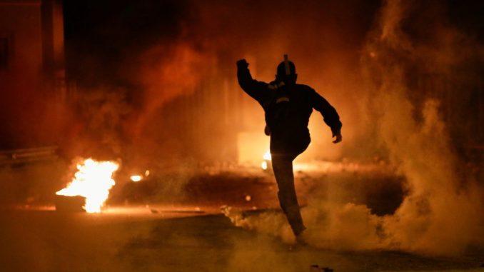 Protesti u Grčkoj: Desetine povređenih na antimigrantskim protestima 3