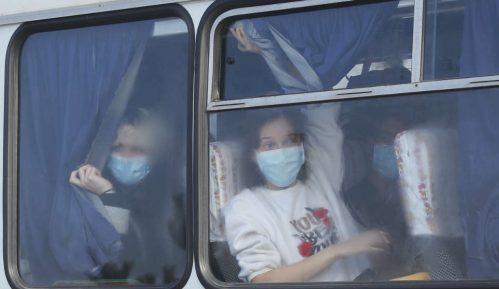 Nasrnuli na autobuse sa evakuisanima 12
