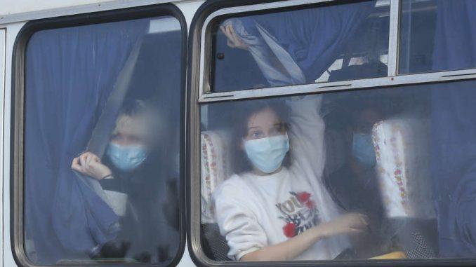 Nasrnuli na autobuse sa evakuisanima 3