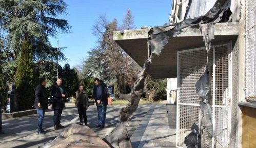 Deo krova u školi Zmaj Jova Jovanović na Voždovcu pao u školsko dvorište 3