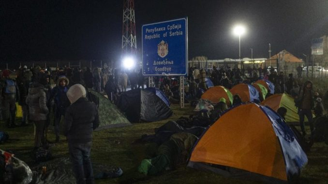 Mađarska zatvorila granični prelaz sa Srbijom zbog migrantskog talasa 2