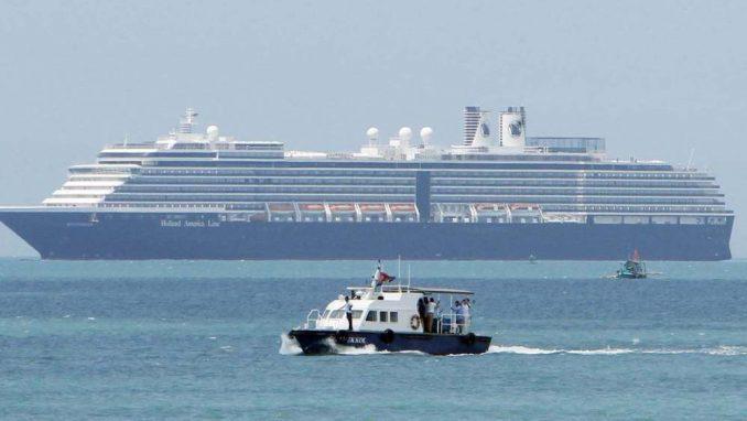 Stotine putnika počelo da napušta kruzer u karantinu u Japanu 4