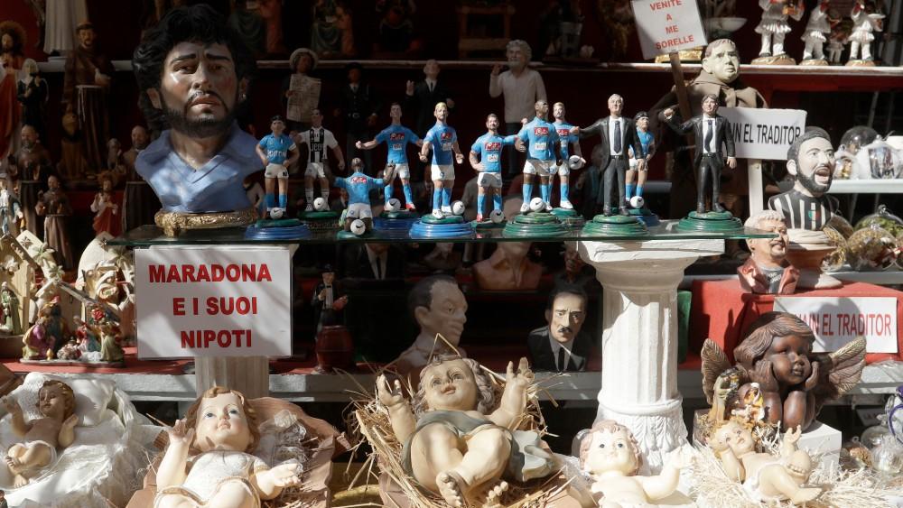 Za navijače Napolija tim je religija, a Maradona je bog (FOTO) 3