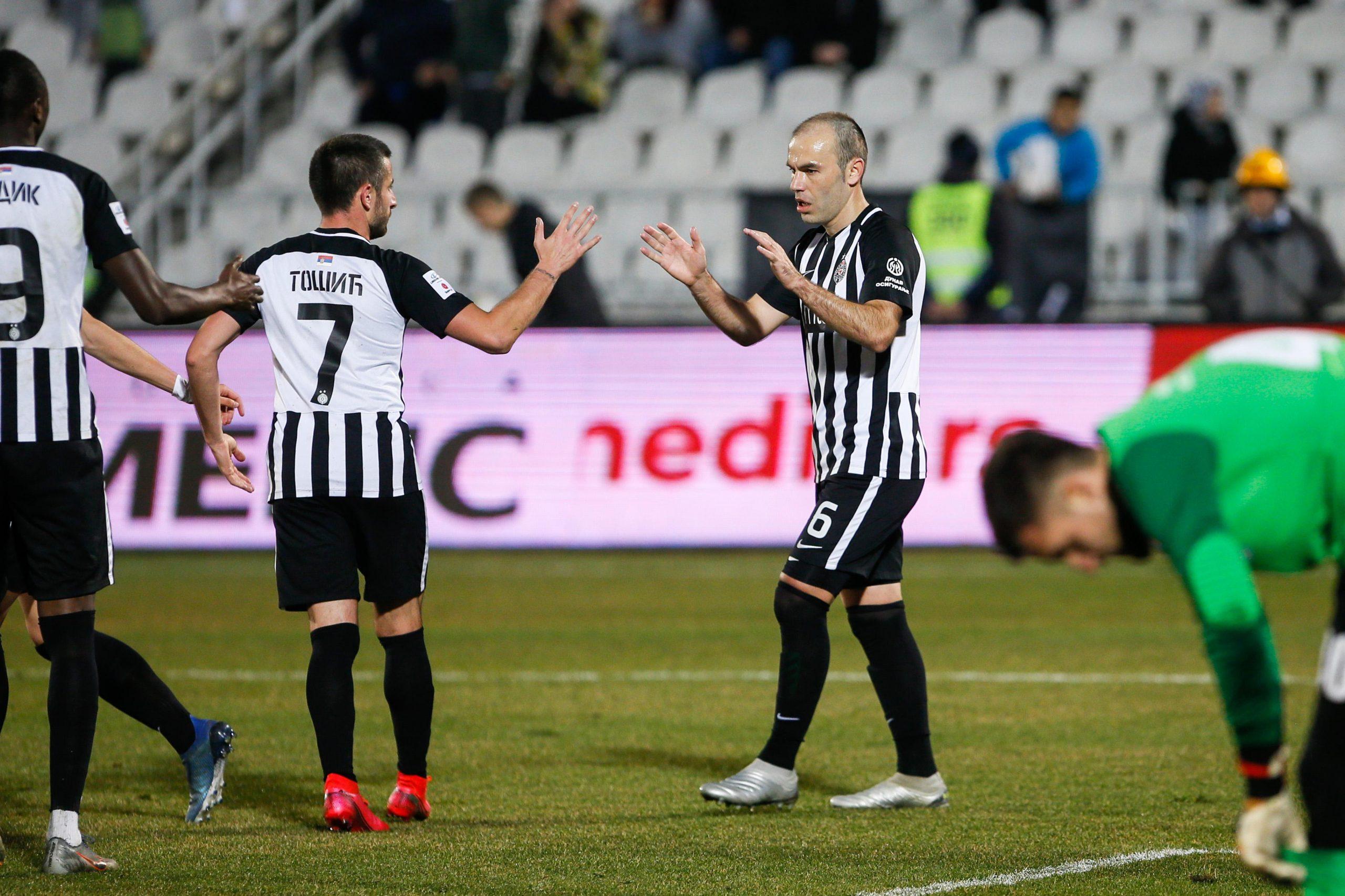 Fudbaleri Partizana protiv Radnika u četvrtfinalu Kupa 1