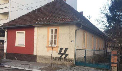 """Nacistički simboli na zgradi """"Pozitivne omladine"""" 4"""