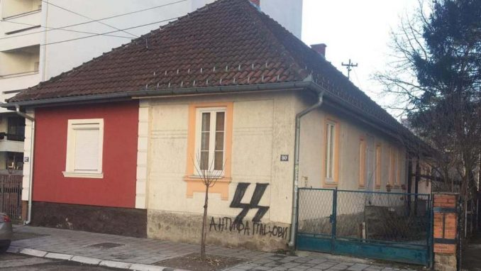"""Nacistički simboli na zgradi """"Pozitivne omladine"""" 1"""