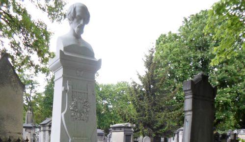 Pariz: Na Hajneovom grobu 57