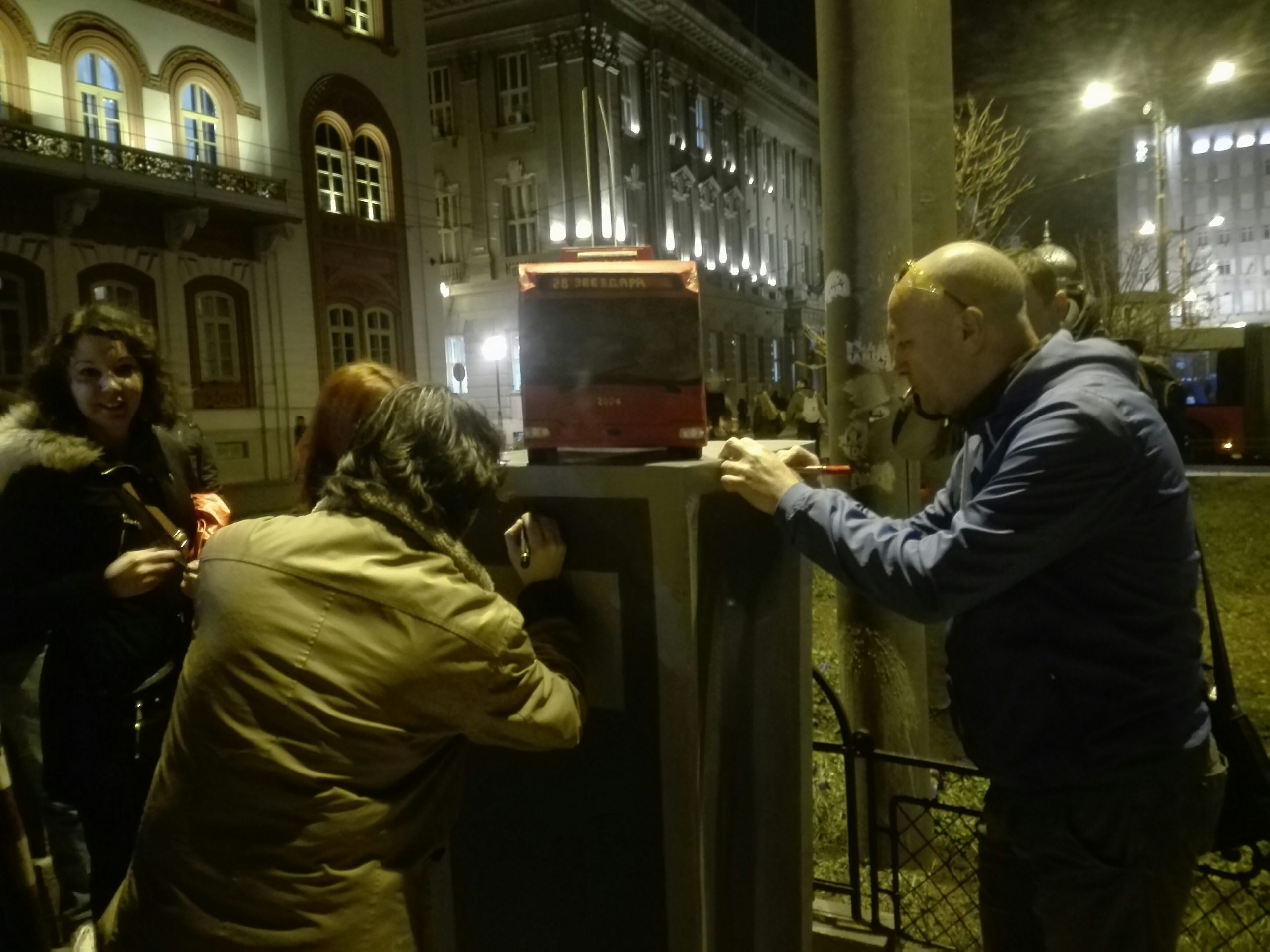 "Građani postavili spomenik ""troli 28"" na okretnici na Studentskom trgu 2"