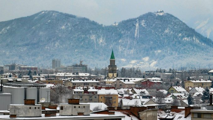 Slovenija: Umrla 51 osoba, 1.292 novozaražene 2