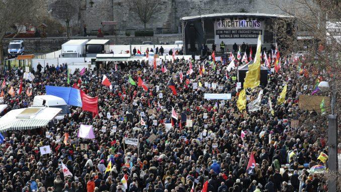Nemačka: Hiljade građana protestuju zbog glasanja koje je uzdrmalo politiku 2