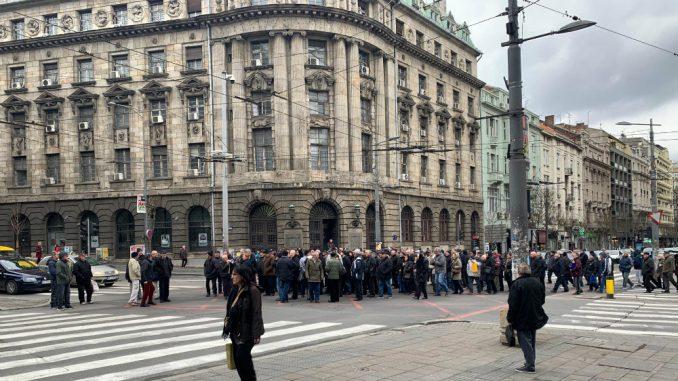 Penzioneri i bivši radnici PKB nastavljaju protest pred Predsedništvom i Skupštinom 2