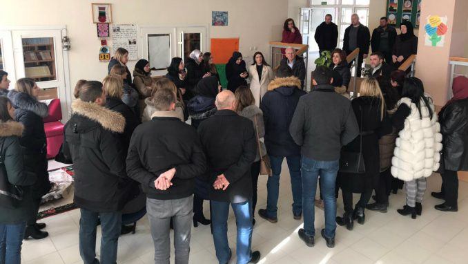 Novi Pazar: Zaposleni blokirali ulazak novoimenovanom direktoru škole 5